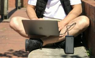 Smartphones, tablettes, ordinateurs, consoles de jeux... les batteries de secours sont devenues indispensables à nos vies numériques.