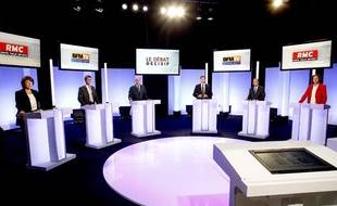 Les six candidats aux primaires socialistes, sur le plateau de BFMTV, le 5 octobre 2011.