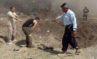 Vingt-cinq personnes ont été tuées et 60 blessées samedi dans un attentat perpétré en plein meeting électoral au nord de Bagdad, à deux semaines jour pour jour d'un scrutin provincial dont la campagne est marquée par un regain de violences.