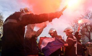 Les pompiers manifestent ce 24 novembre à Paris pour exprimer leur