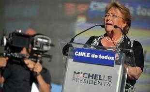 L'ex-présidente socialiste Michelle Bachelet fait d'ores et déjà figure de grande favorite de la présidentielle du 17 novembre au Chili, opposant sa volonté de réforme au statu quo libéral prôné par la représentante de la droite, Evelyn Matthei.