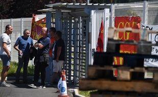 Une partie des salariés bloquent depuis lundi les accès de l'usine la Fonderie de Bretagne à Caudan.