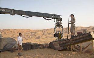 J.J. Abrams dirige Daisy Ridley dans  Star Wars – Le Réveil de la Force