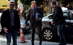 Le gouvernement grec résiste à une demande du FMI qui souhaite imposer plus de coupes salariales dans le secteur public afin de boucler rapidement le nouveau plan d'économie en cours de négociation entre Athènes et ses créanciers, a indiqué jeudi une source gouvernementale.