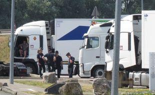 Les migrants montaient dans les camions arrêtés à la station-service (illustration).