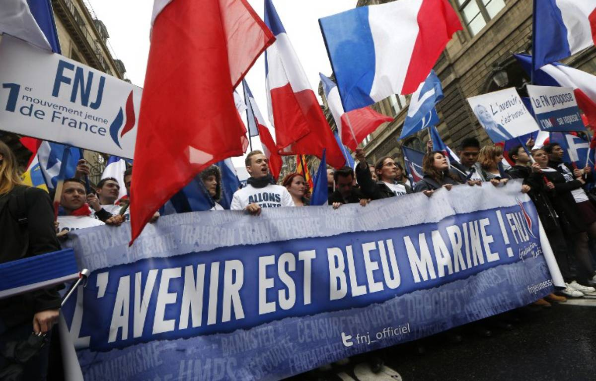 Supporters du Front national jeunesse le 1er mai 2015. – THOMAS SAMSON / AFP