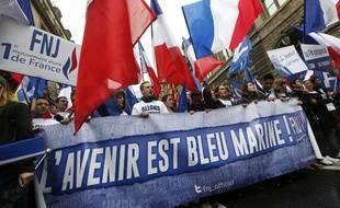 Supporters du Front national jeunesse le 1er mai 2015.