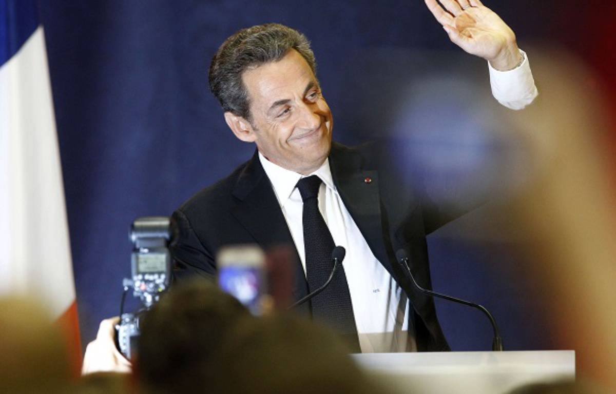 Nicolas Sarkozy saluant la foule lors de son meeting à Lambersart, le 25 septembre 2014. – Michel Spingler/AP/SIPA