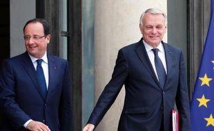 """En admettant que la """"pause fiscale"""" promise pour 2014 par François Hollande ne serait en fait """"effective"""" qu'en 2015, Jean-Marc Ayrault a créé un embrouillamini au sommet de l'Etat dont s'est emparé mercredi l'opposition."""
