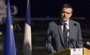 Le secrétaire d'Etat à l'Outremer Yves Jégo a fait son retour dans la nuit de mardi à mercredi en Guadeloupe, toujours paralysée au 22e jour de grève générale, et alors que des négociations doivent reprendre entre les grévistes et le patronat sur la question des salaires.