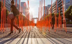 La prairie, un des nouveaux mobiliers urbains de la Défense depuis le 19 juin 2014