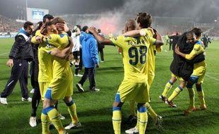 Lyon, très décevant, est sorti par la petite porte de la Ligue des Champions, éliminé aux tirs au but en 8e de finale mercredi à Nicosie, face au modeste club chypriote d'Apoel, vainqueur (1-0, 4 à 3 t.a.b.) et pour la première fois en quarts de finale.