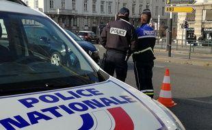 Le jeune homme est soupçonné d'avoir percuté un véhicule de police à Vaulx-en-Velin. Illustration.