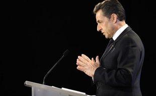 """Nicolas Sarkozy a sévèrement étrillé mardi à Marseille son futur rival PS François Hollande qui veut supprimer """"sa"""" loi Hadopi en estimant qu'une telle mesure équivaudrait à un """"désarmement unilatéral vis-à-vis du piratage"""" qui remettrait en cause l'avenir des créateurs."""