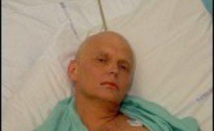 L'ex-agent russe Alexandre Litvinenko restait mardi hospitalisé dans un état grave à Londres après avoir été empoisonné selon ses proches par Moscou, une affirmation cependant rejetée par les services secrets russes.