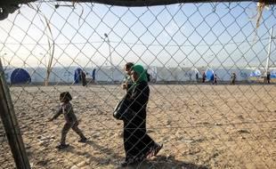 Une femme dans un camp de déplacés au sud de Mossoul (image d'illustration).