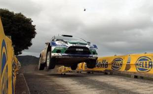 Avec 24 secondes d'avance, le Finlandais Jari-Matti Latvala (Ford) a affermi sa position en tête du rallye de Grande-Bretagne samedi, et est bien parti pour répéter sa victoire de l'an passé sur les routes galloises alors que l'arrivée est prévue dimanche