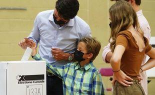 Justin Trudeau votant en famille, à Montréal le 20 septembre 2021.