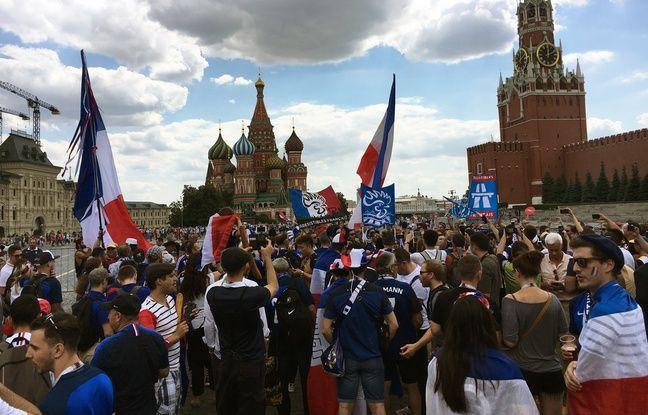 Les IF sur la Place Rouge, à Moscou, avant la rencontre face au Danemark le 26 juin.