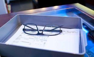 Livraison de lunettes neuves chez un opticien à Toulouse.