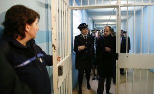 Jean-Jacques Urvoas veut endiguer le «fléau» des téléphones portables en prison.
