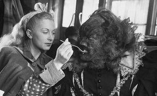 Jean Marais et Josette Day dans «La Belle et la Bête» de Jean Cocteau, sorti en 1946.
