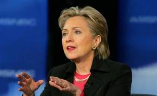 Les femmes accordent une préférence à l'ex-Première dame Hillary Clinton, sans toutefois la mettre à l'abri d'une éventuelle vague Obama, d'après les sondages et les résultats de deux premières étapes de la présidentielle américaine côté démocrate.
