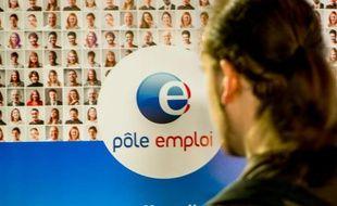 Un stand Pole emploi dans un salon sur l'emploi le 28 mai 2015  à Lille
