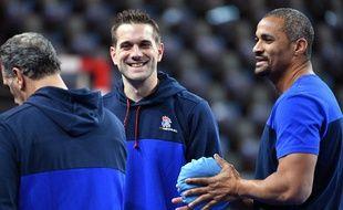Les coachs de l'équipe de France Didier Dinart et Guillaume Gille lors du Mondial de handball, le 7 janvier 2017.