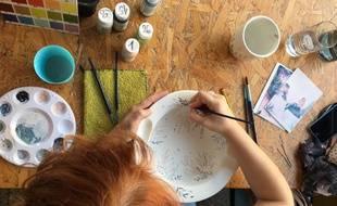 Au Popcup café, les clients peuvent personnaliser des céramiques.