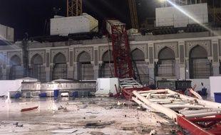 Le 11 septembre 2015, une grue s'est effondrée sur la Grande mosquée de La Mecque (Arabie saoudite), faisant des dizaines de victimes.