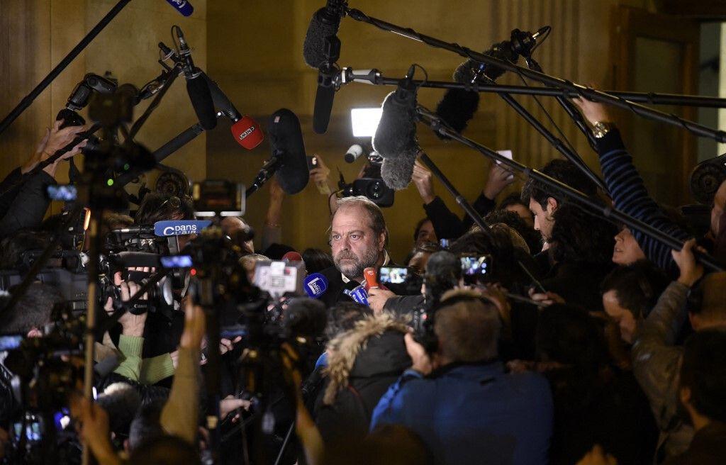 Eric Dupond-Moretti réagit auprès des journalistes après la condamnation d'Abdelkader Mérah, en novembre 2017.