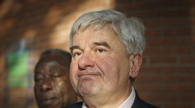 Eric Raoult, maire UMP du Raincy (Seine-Saint-Denis), à la sortie du tribunal correctionnel de Bobigny, jeudi 7 février 2013, où il comparaissait pour violences conjugales. – Alexandre Gelebart / 20 Minutes