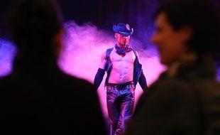 Strasbourg le 26 01 2014. Salon Eropolis au palais des expostitions. Spectacles de catch sexuel, show d'Allan Théo