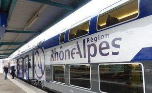 Lyon, le 19 novembre 2014. Illustration de trains régionaux en gare de Lyon-Perrache.