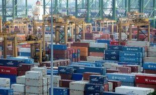 Le déficit commercial des Etats-Unis s'est aggravé davantage que prévu en juillet sur un mois, sous l'effet d'une baisse des exportations et d'une hausse des importations, selon des chiffres publiés mercredi par le département du Commerce