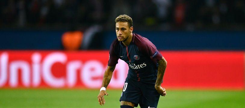 Neymar inscrit le 3e but parisien