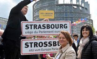 Le 14 avril 2014, le président du parti centriste français UDI Yves Jego qui souhaite le maintien du parlement européen à Strasbourg, a symboliquement planté un panneau d'entrée de ville devant le bâtiment où se réunissent les députés des 28 pays