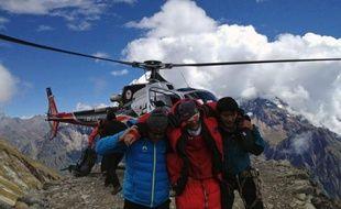 Le Népal a annoncé jeudi soir l'arrêt des recherches pour retrouver les deux Français et le Canadien portés disparus après l'avalanche meurtrière qui s'est abattue sur un camp d'alpinistes occidentaux dimanche, présumant qu'ils étaient morts.