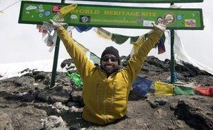 Un Canadien, amputé des deux jambes, a réussi l'ascension du Kilimandjaro après avoir passé huit jours à gravir la montagne jusqu'au sommet rien qu'à la force de ses bras, a-t-il dit à l'AFP vendredi.