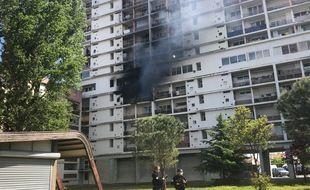 L'incendie a pris dans un appartement situé au 4e étage de la Cite du Parc, à Toulouse.