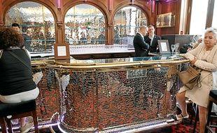 Le bar sculpté par César sera mis à prix entre 10 000 et 12 000 €.