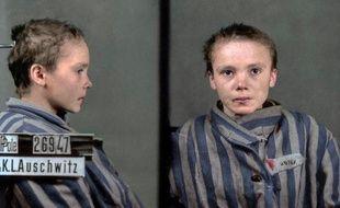 Ces photos  Czesława Kwoka prise dans le camp d'Auschwitz en 1943 ont été colorisée par l'artiste brésilienne Marina Amaral.