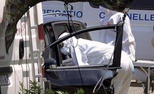 Les trois enfants d'une femme tuée lundi à l'arme blanche ont été retrouvés morts mardi matin à Saint-Paul-Trois-Châteaux, dans le sud de la Drôme, et leur père est activement recherché par la gendarmerie.