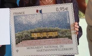 Le timbre sur le mémorial du Hartmannswillerkopf sera émis à partir du 22 juin par La Poste. Il est disponible dès le 19 juin au mémorial avec le cachet « premier jour ».