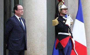 François Hollande, le 5 novembre 2013, sur le perron de l'Elysée.