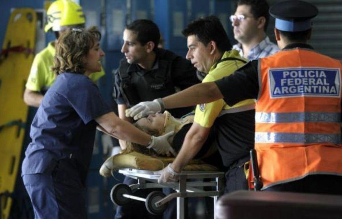 Quarante-neuf personnes sont mortes et plus de 550 ont été blessées dans l'accident de train survenu mercredi matin dans le centre de Buenos Aires, a annoncé un porte-parole de la police, Nestor Rodriguez. – Juan Mabromata afp.com