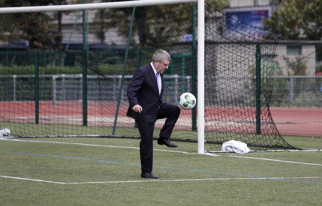 Thomas Bach a claqué quelques jongles sur le synthétique du centre sportif Emile Anthoine, près de la Tour Eiffel