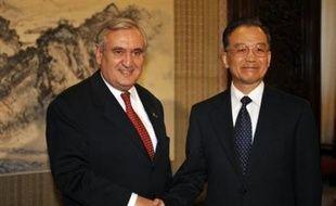 """Les émissaires du président français Nicolas Sarkozy ont affirmé jeudi que la Chine était """"disposée au dialogue"""" avec le dalaï lama, assurant aussi que """"la détente"""" était engagée entre Paris et Pékin."""