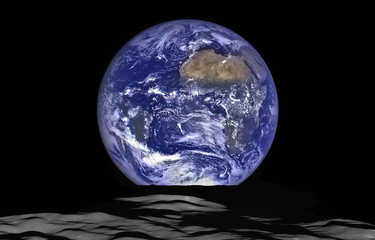 la nasa diffuse une impressionnante photo de la terre vue de la lune. Black Bedroom Furniture Sets. Home Design Ideas
